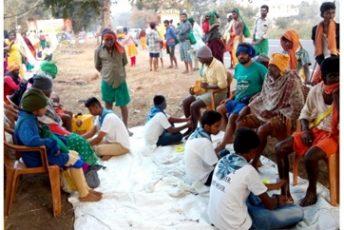 Padha Seva By Palani Padha Yatrikas At Moolachaihram